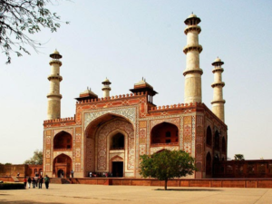 Travel guide to visit Agra: SIKANDRA